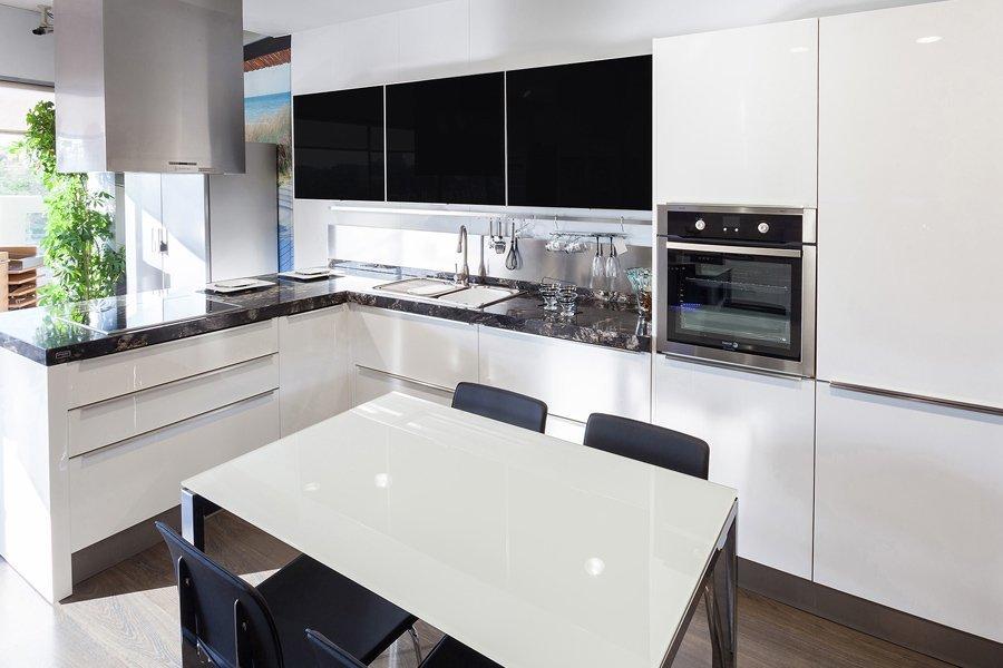 Cocinas blancas mil cocinas en una cocinas rio for Cocinas blancas con granito