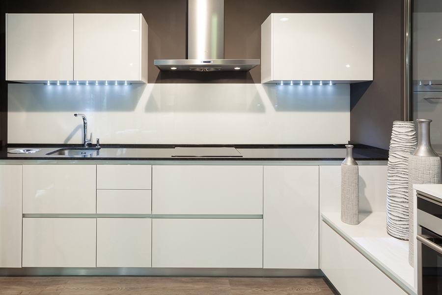Cocinas blancas mil cocinas en una cocinas rio - Cambiar puertas muebles cocina ...