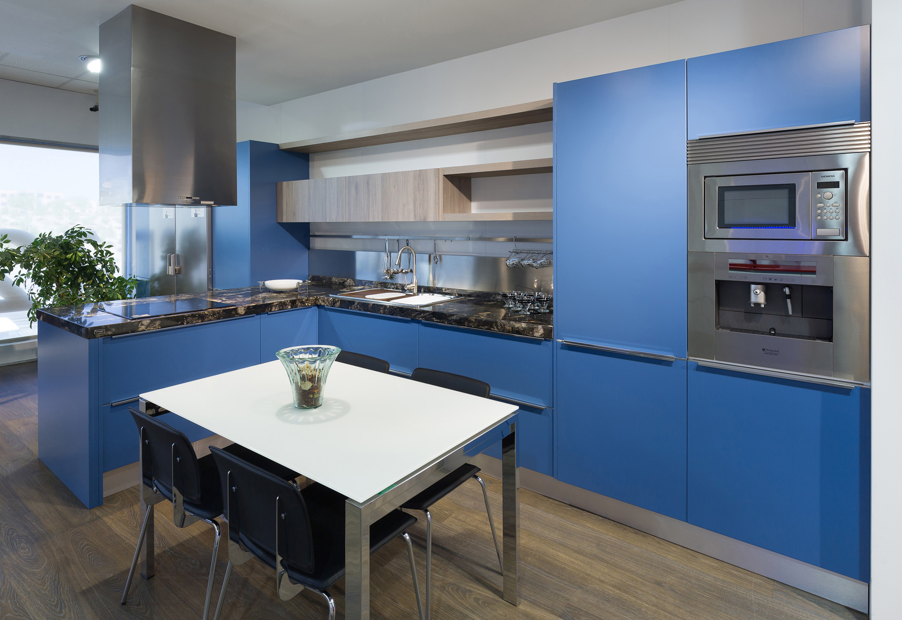 Cocinas azules rompe con lo establecido cocinas rio - Cocinas azul tierra ...