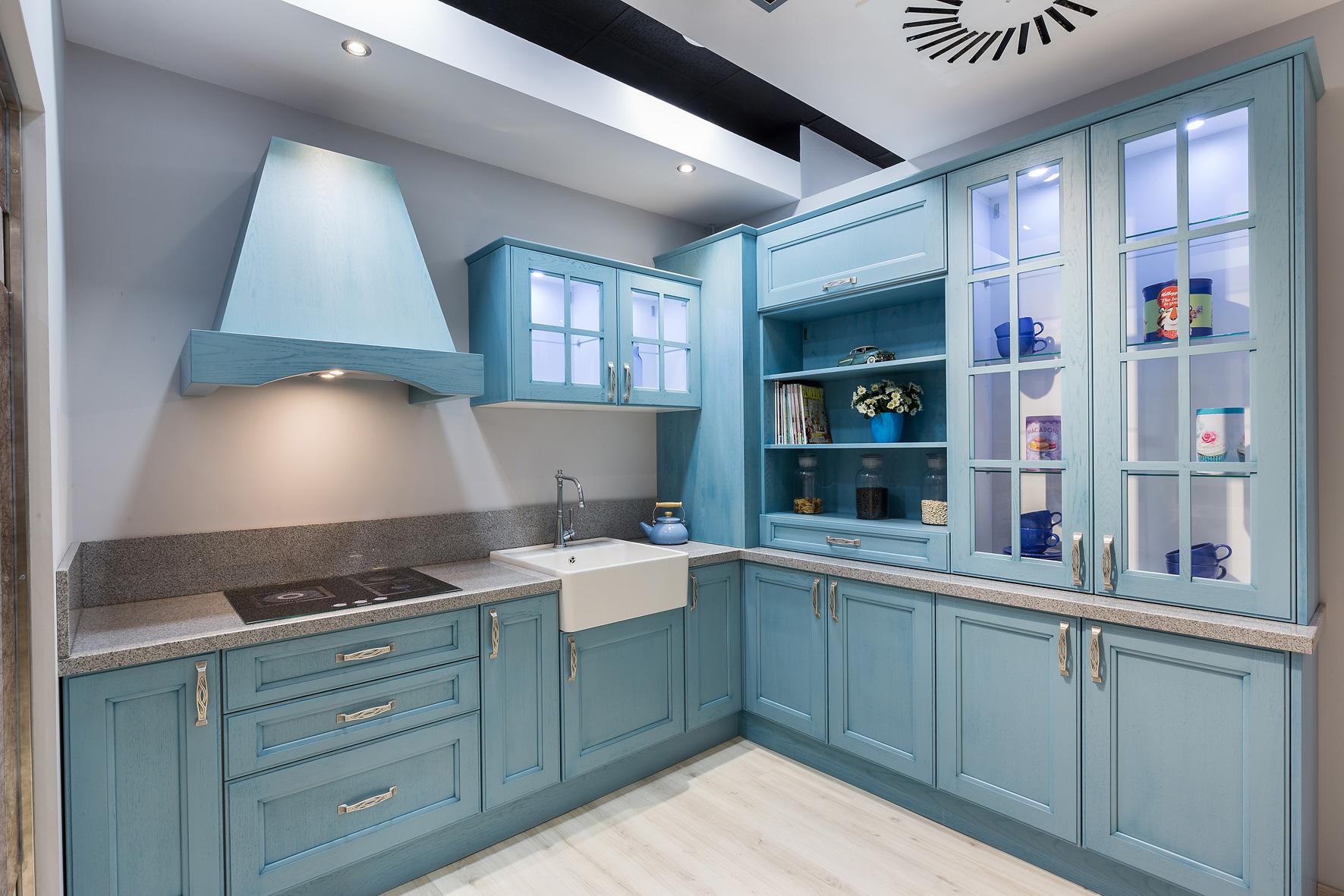 Cocinas azules rompe con lo establecido cocinas rio for Modelos de muebles de cocina en madera