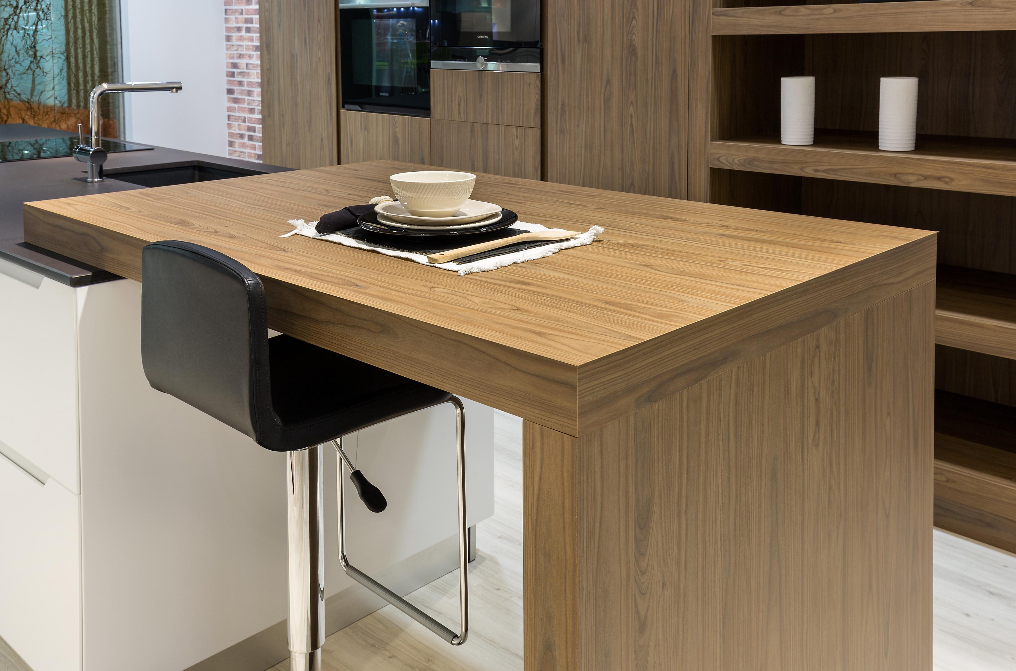 Siéntate y disfruta de tu cocina, decora de la manera mas agradable