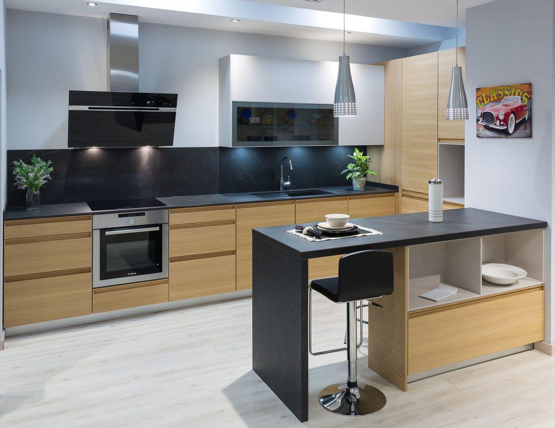 La madera el referente de una cocina con estilo cocinas rio for Cocina de madera antracita