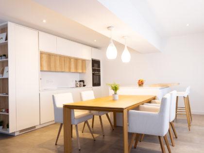 Una cocina abierta y cálida para crear ambientes confortables